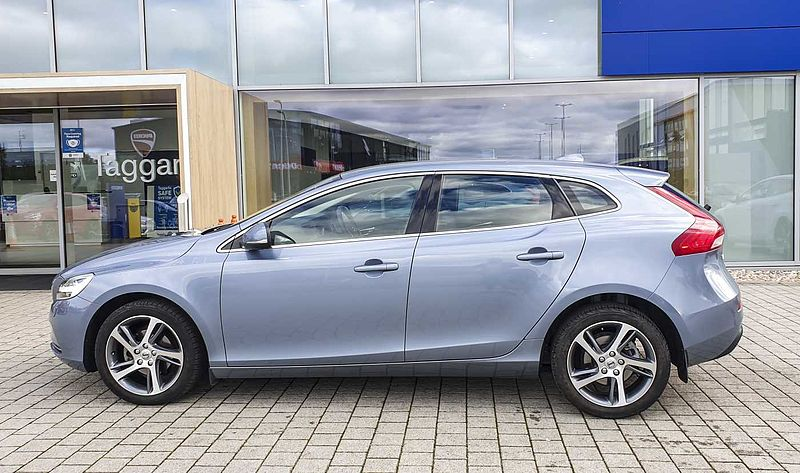 Volvo V40 D2 Inscription (Heated Seats, Cruise Control, Satellite Navigation)