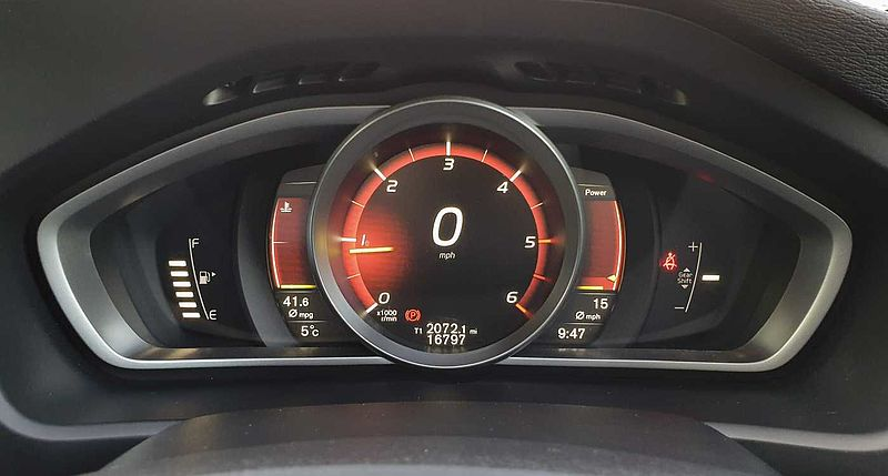 Volvo V40 D2 R-Design (Satellite Navigation, Park Assist, Cruise Control)